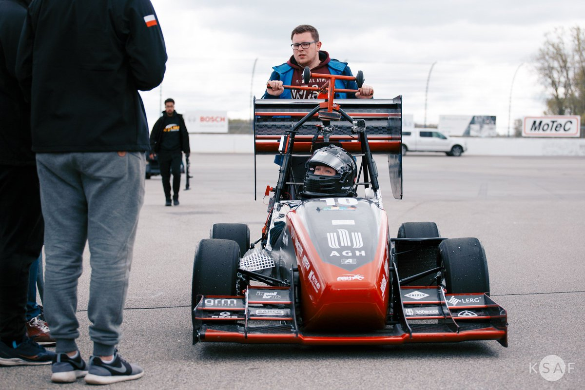 139 teams from around the world were competing during the FSAE #Michigan 2019. @AGHRacing took 16th place in the general classification! We are very proud that #3DGence can support this student organization! #3Dprinting