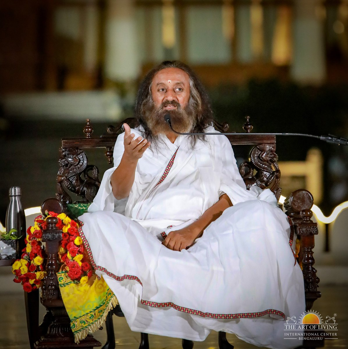 A journalist with glasses is no journalist. They should have clarity in vision and honesty in their approach. A role of a journalist is to inspire people and bring positivity in the society. - Gurudev @SriSri in Satsang this evening at the Center