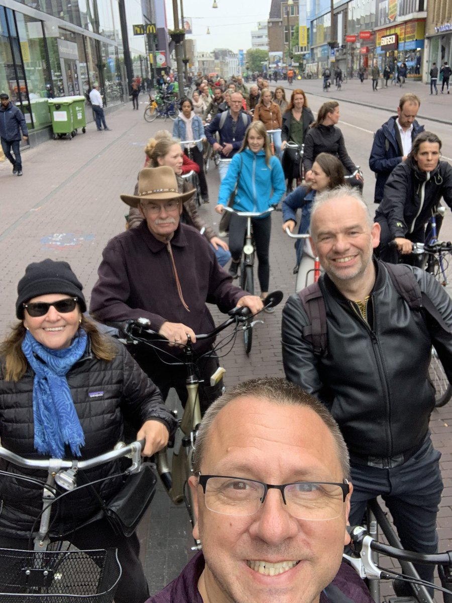 Today @BicycleDutch took a few of us on a nice tour of Utrecht to see some fantastic before/afters of highway removal. And I got stuck in my 1st bicycle traffic jam ever on The Netherlands' busiest cycle track. 2 light cycles to get thru. (There's a ton of people in front of us.)