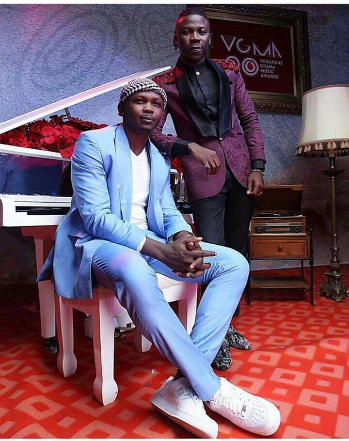 I now understand why Sarkodie stays away from the media. Nobody should never stand at anywhere to say the media is friendly to @stonebwoyb.We have seen and heard how they are lambasting Stonebwoy. We ain&#39;t gonna give them smile again #BHIMNATION tell them SMILE TIME DONE (STD) <br>http://pic.twitter.com/RlyMpd1l71