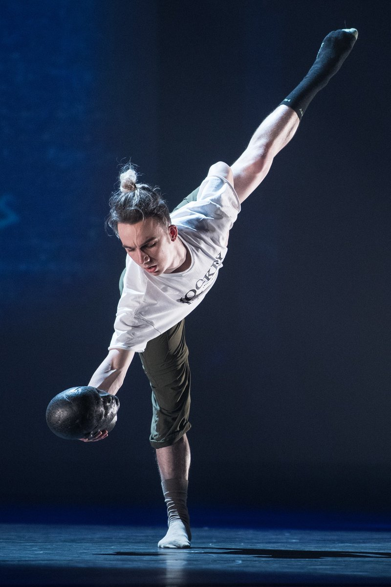 Contemporary dancer @mjamesrawcliffe wows in the Grand Final of @bbcyoungdancer 👏  Catch up on @BBCiPlayer now and beat the Monday blues. 🤗  #bbcyoungdancer https://t.co/GFVl4Knloq