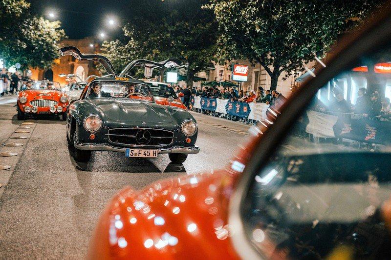 Coup d'oeil sur les meilleurs moments de la course Mille Miglia de cette année. #MBmille #MBclassic