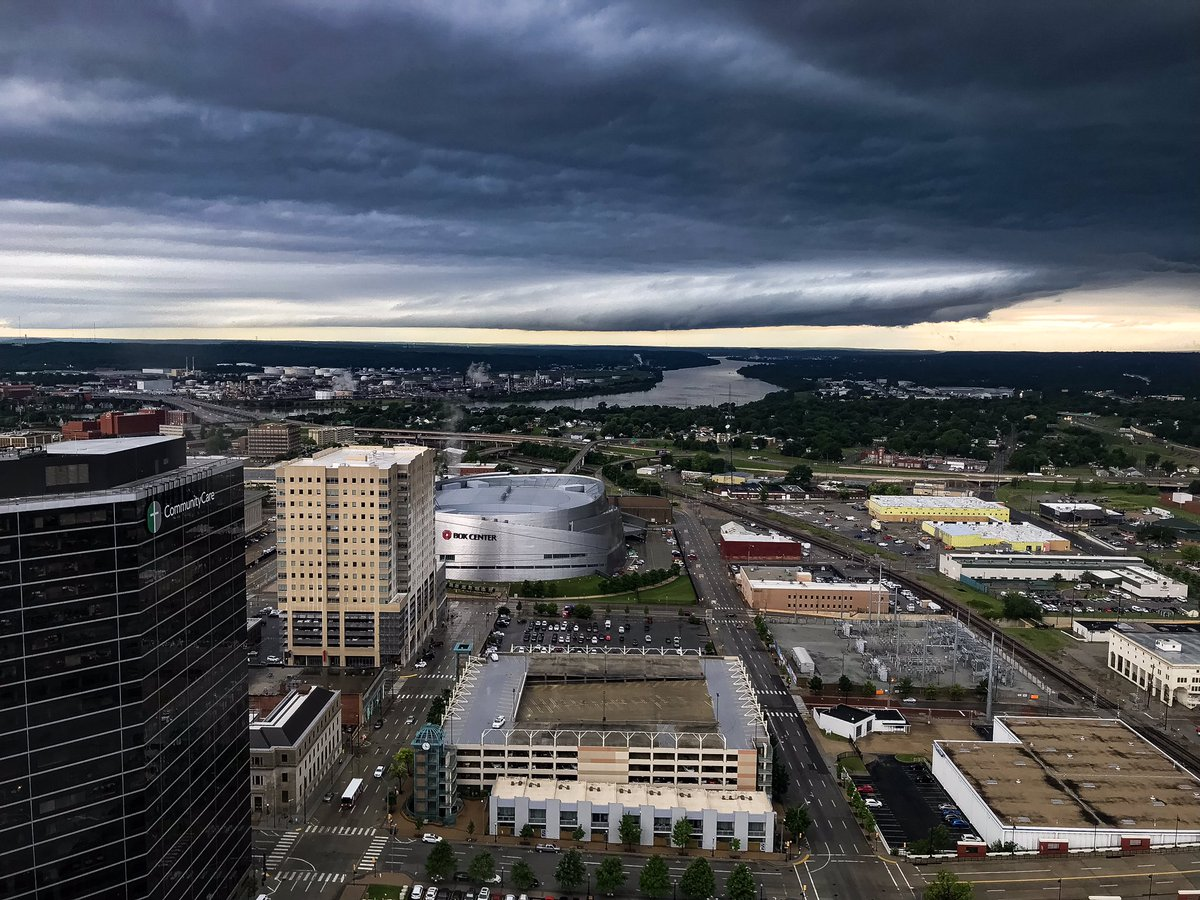 Oklahoma weather never disappoints. This is my view from the 33rd floor of the BOk tower in Tulsa, looking west over the Arkansas River. #okwx<br>http://pic.twitter.com/0wZi7ixdtM