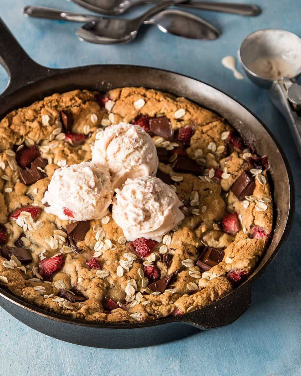 Nothing brightens up a #Monday like our #sweet #Strawberry #ChocolateChunk #SkilletCookie. https://bit.ly/2wbe9Rq  #strawberry #chocolate #chocolatechunks #skilletcookie #cookie #cookies #sweet #dessert #baking #spring #southern #southernfood