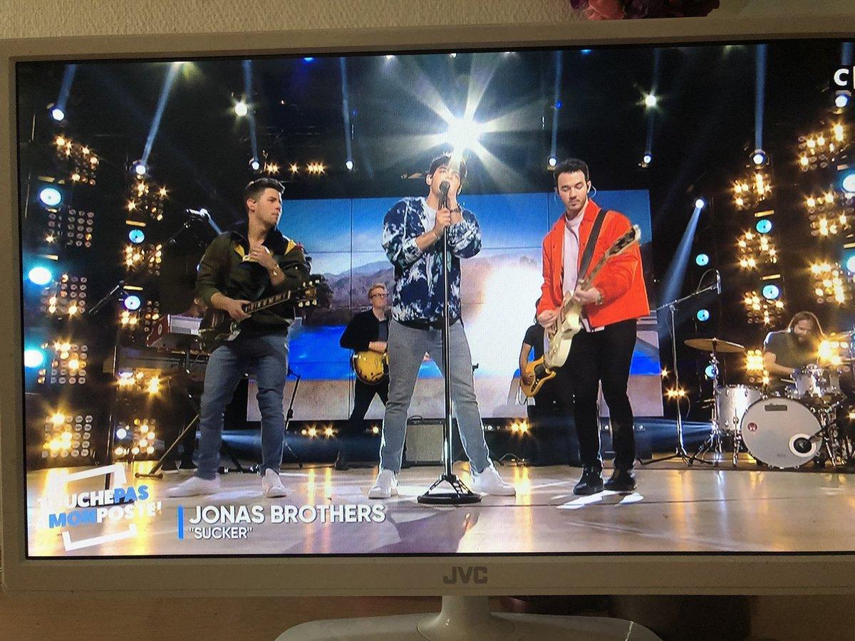 THE BOYS ON FRENCH TV OH MY GOD @jonasbrothers  #TPMP <br>http://pic.twitter.com/vZUG1yjRxh
