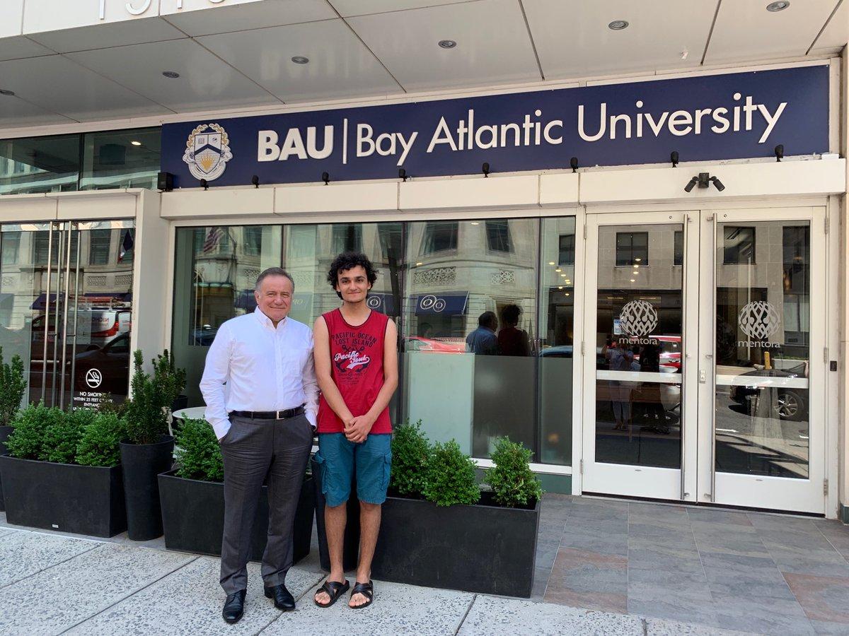 Ankara Fen Liseli Batuhan geçen yıl Türkiye 164.'sü olarak BAU Hukuk Fakültesi'ne girdi. Şimdi Washington DC'de hazırlık sınıfını okuyor