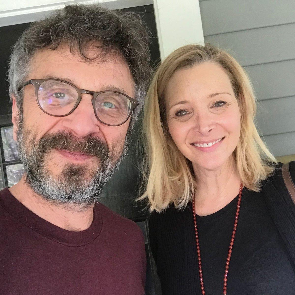 Lisa Kudrow felt like a 'mountain of a woman' next to 'Friends' co-star Jennifer Aniston