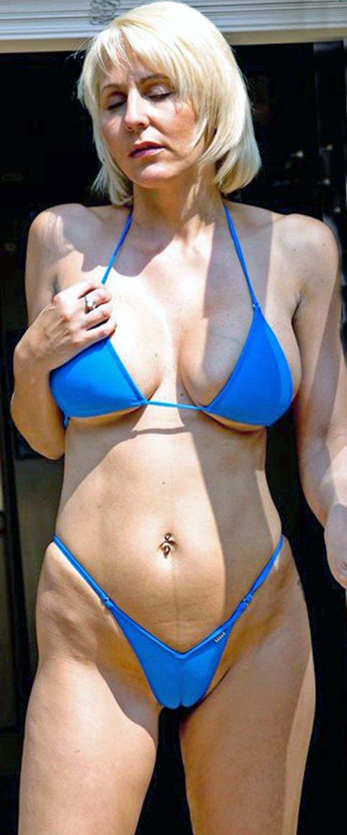 Смотреть все видеоролики зрелые женщины в купальниках