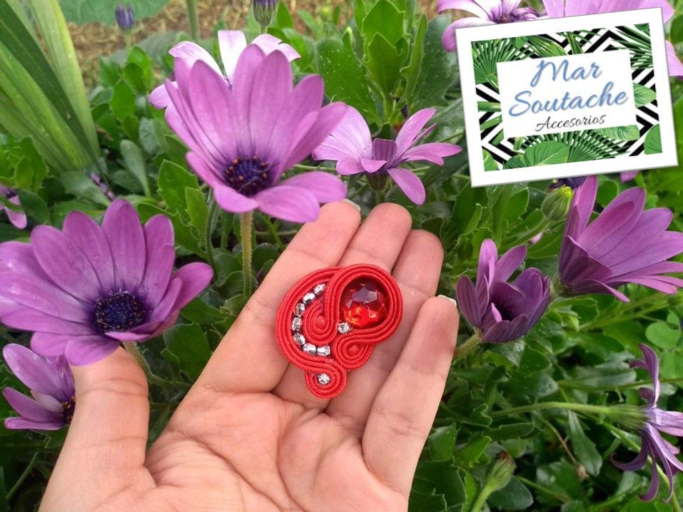 Topo romantico perfecto para una ocasión especial. ¡¡¡Pidelos personalizados con tus colores favoritos!!! #soutache #soutachecolombia #handmade #accesoriosbogota #soutachebogota #hechoamano #madeincolombia #soutachelove #locasporelsoutache #artesaniascolombianas #emprendedores