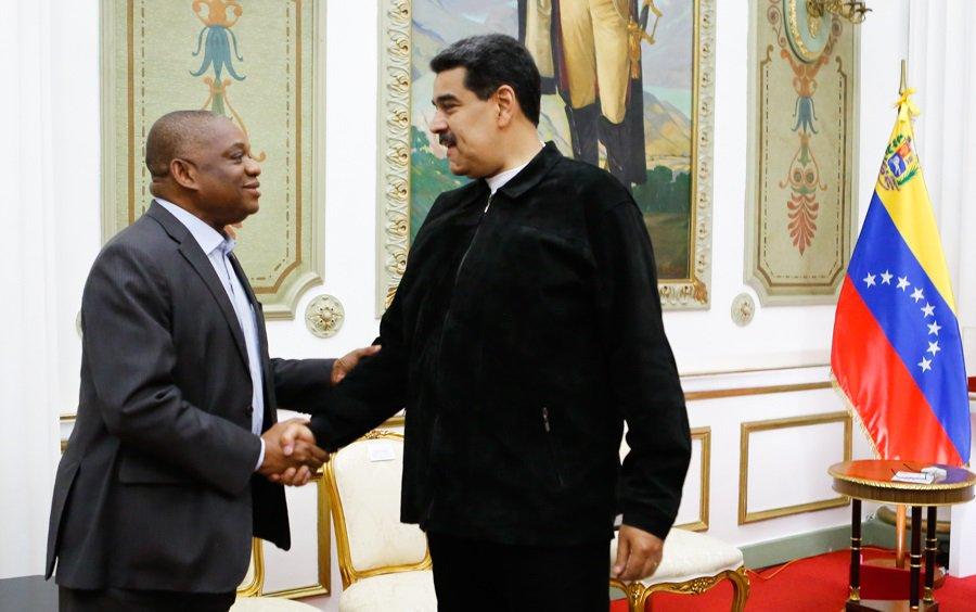 #NOTICIA   Jefe de Estado venezolano sostuvo encuentro con Senador de la Asamblea Nacional de Nigeria #1AñodeVictoriaPopular #TrumpDesbloqueaVenezuela bit.ly/2QatdIa