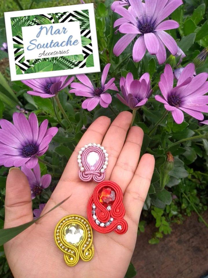 Frescos, elegantes y hermosos, topos para cualquier momento. ¡¡¡Pidelos personalizados con tus colores favoritos!!! #soutache #soutachecolombia #handmade #soutachebogota #hechoamano #madeincolombia #moda #soutachelove #locasporelsoutache #artesaniascolombianas #emprendedores