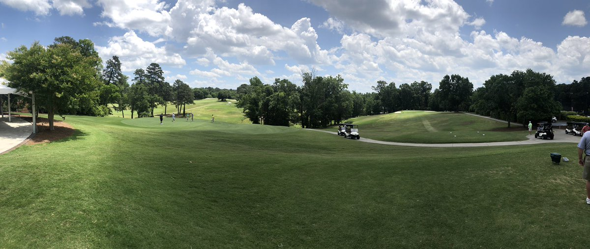 Great turnout here at the @CoachGregGary @MercerMBB  ⛳️ tournament! Beautiful day for some 🏌️
