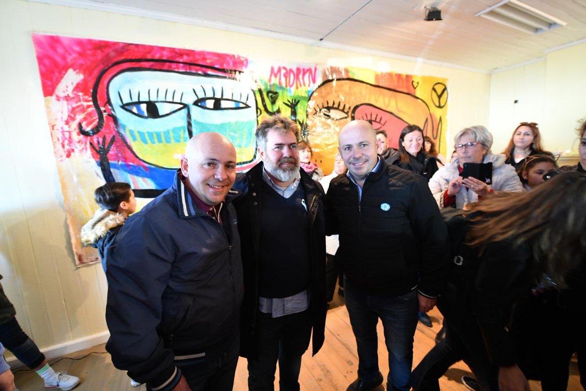 Hoy junto a @ric_sastre recibimos al artista @MiloLockett que expondrá su muestra, abierta al público, durante todo mayo en la Casa Tassier de #Madryn #Chubut