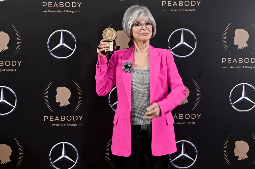 Here are three blessed images of Rita Moreno holding up her Peabody award. She is the first Latina to ever achieve PEGOT status. Wepa!   : Astrid Stawiarz / Mike Pont / Bryan Bedder / Getty Images <br>http://pic.twitter.com/z8y90nSY7N