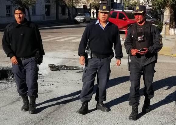 #Rawson Se reciben contundentes muestras de repudio a estas salvajes agresiones que ponen en riesgo la integridad física del Personal Policial que velaba por la seguridad en la zona.
