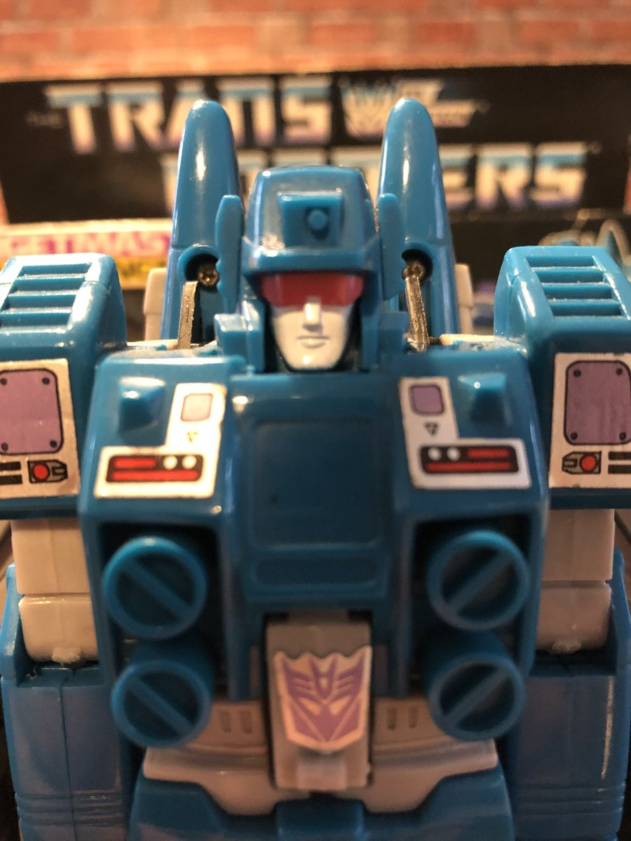 Oi oi, new blog post up.  Read my pointless musings about my childhood and obsession with plastic robots!http://figures.dezzeh.com/slingin-those-slugs…#Transformers #G1 #actionfigures #actionfigurephotography #80s #toys