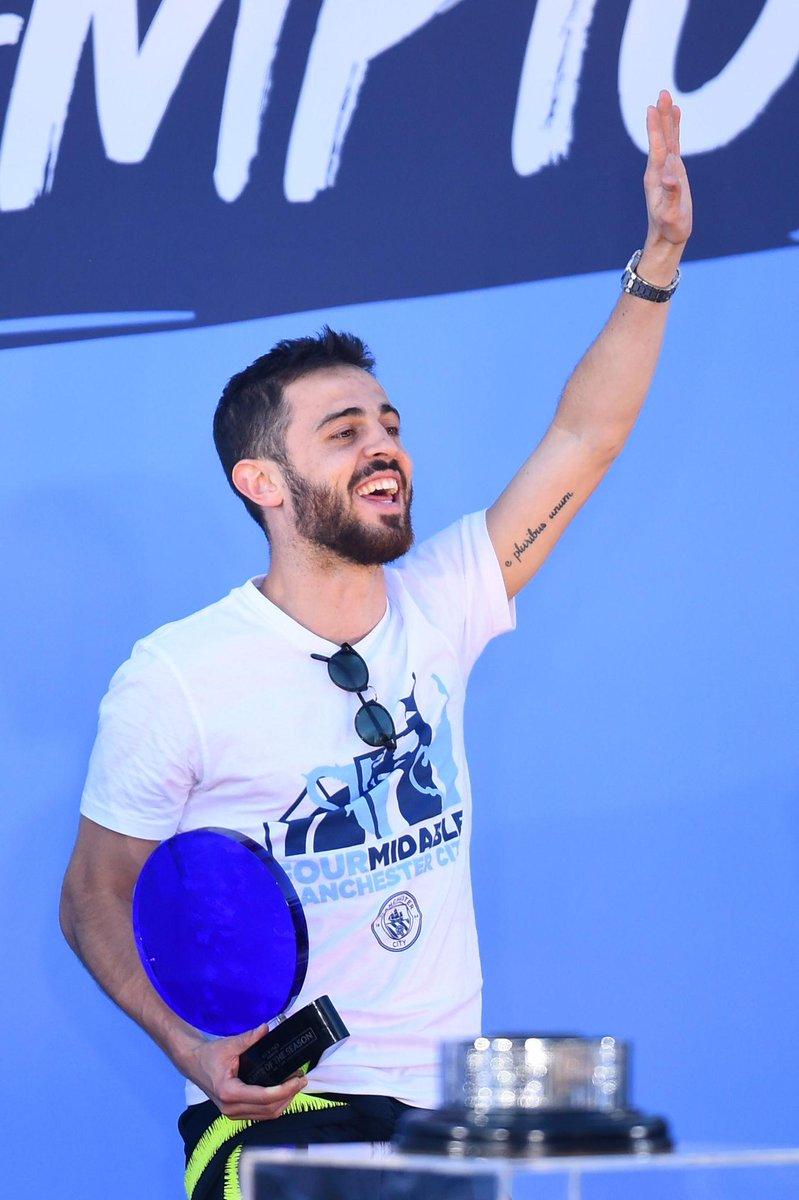 Bernardo Silva foi eleito Jogador da Época do Man City 🙌