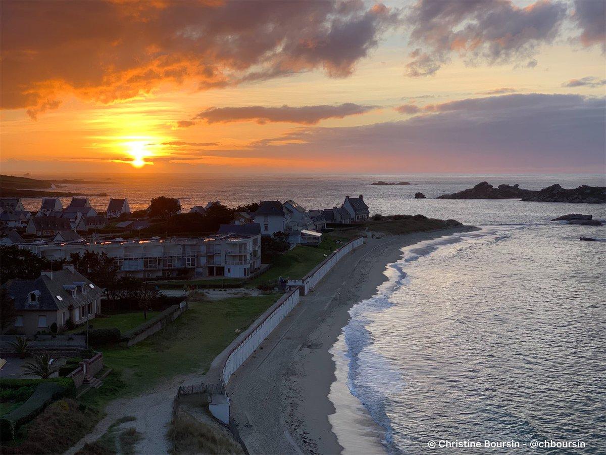 Moment magique au coucher du soleil à #Tregastel 💖#Bretagne #MagnifiqueFrance https://t.co/vZxKd5dU9H