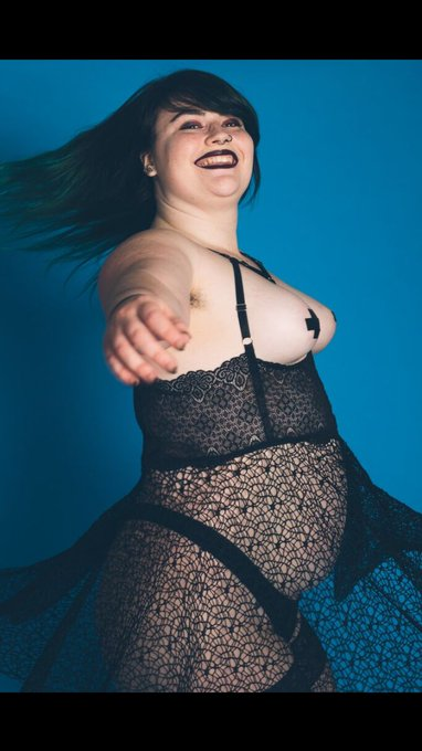 1 pic. The happiest I've been at a photo shoot. #amateur #badbitch #brb #brat #goth #gothic #gothicc