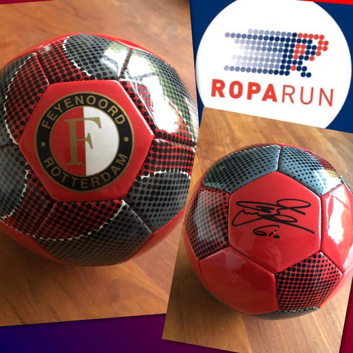 Deze bal word verkocht aan de hoogste bieder.  Het geld is dan voor het goede doel. #roparun #team258 @Truckland / @HEBOMaritiem  #Feyenoord #giobedankt https://t.co/ukPWM3ajTV