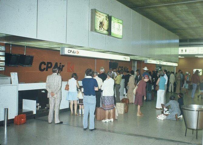 1975 YYZ check-in at Terminal 1 for an evening CP Empress 747 flight. http://facebook.com/groups/TorontoYYZ… #pearsonpast #avgeek #aviation @TorontoPearson