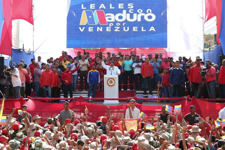 Pdte @NicolasMaduro propuso adelantar las elecciones a la Asamblea Nacional de #Venezuela: ¨Asumimos el reto, vamos para buscar una solución pacífica, democrática y electoral bit.ly/2ki2Sbz