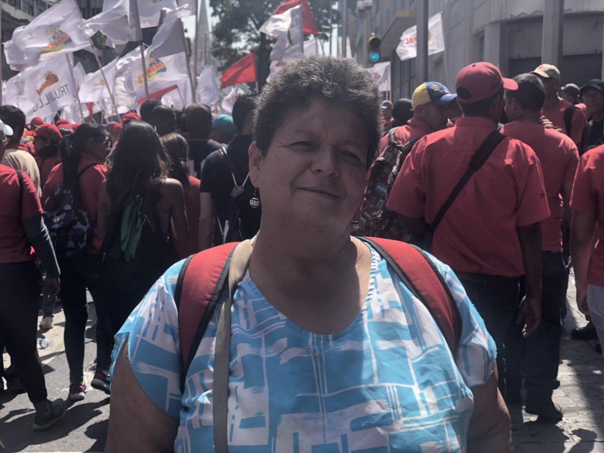 Lo cierto es, q aunque a muchos (sobre todo) extranjeros les parezca realismo mágico, en #Venezuela hay chavistas; todavía un montón, de hecho, y suelen salir a la calle para reivindicar lo qconsideran suyo. Hoy ha sido uno de esos días. Marcha chavista a un año de las elecciones
