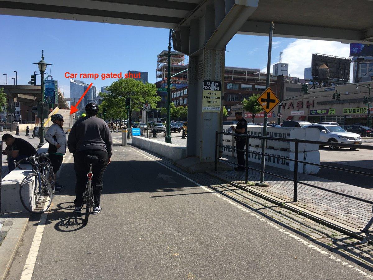 Earlier on the Hudson river greenway...2 cyclists ticketed for rolling through the bicycle red light  Cyclist: The driveway is gated shut. Cars can&#39;t even drive through here! Cops: Rules are rules. <br>http://pic.twitter.com/LwY59L0GR9