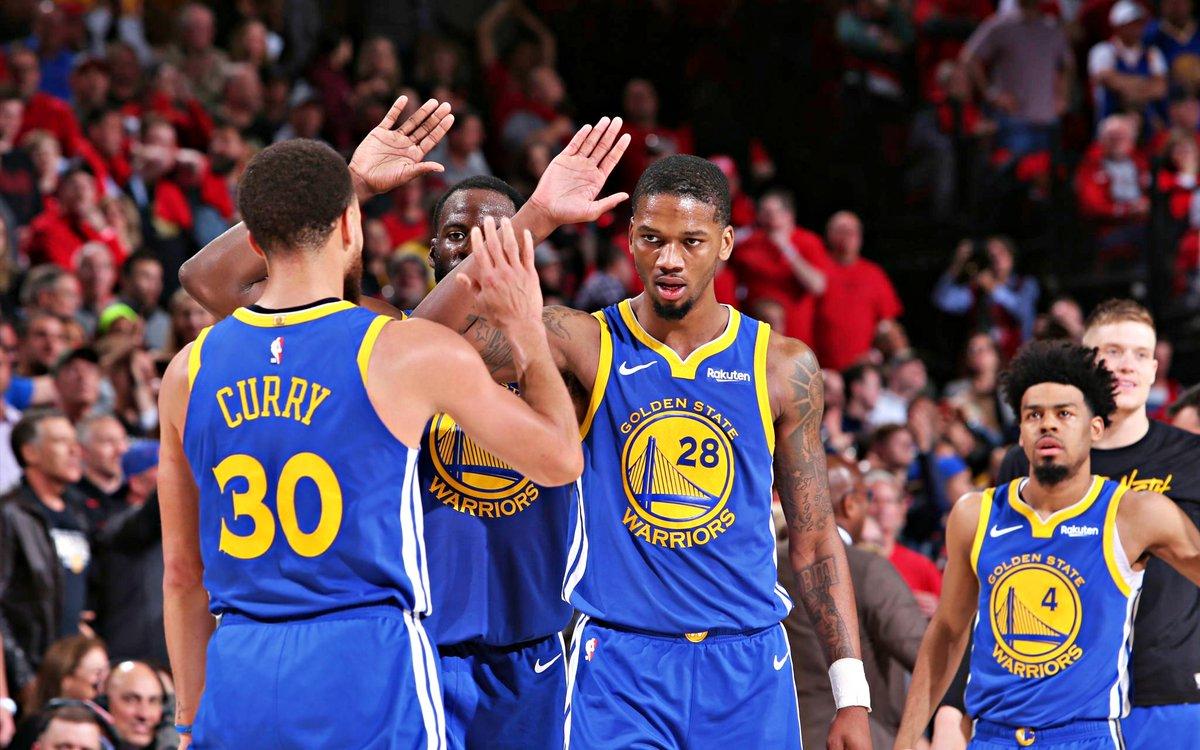 Warriors varrem os Trail Blazers rumo à sua quinta final consecutiva da NBA.