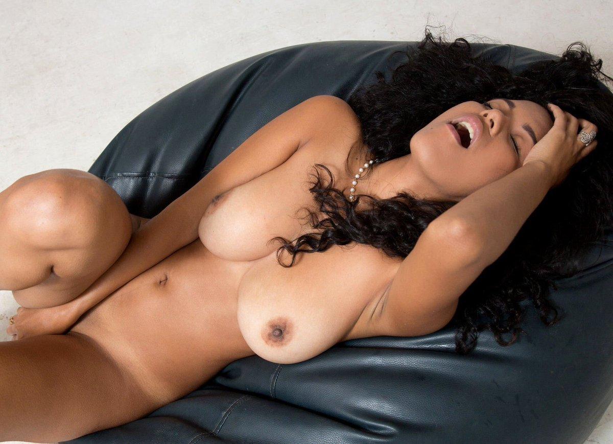 foto-nyu-latinoamerikanok-foto-porno-butilka-zhope-krupnim-planom