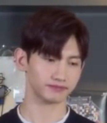สีหน้าคุณชิม ตอนพี่ยุนพูดว่าก่อนmv love lineไม่ได้ทำผมทองมานานแล้วตั้งเเต่เพลงO....  Sh..t พี่ครับ พี่ไม่เคยทำผมทองมาก่อน ผมทองเพลงOนั่นมัน...  แจจุง:Sorry?