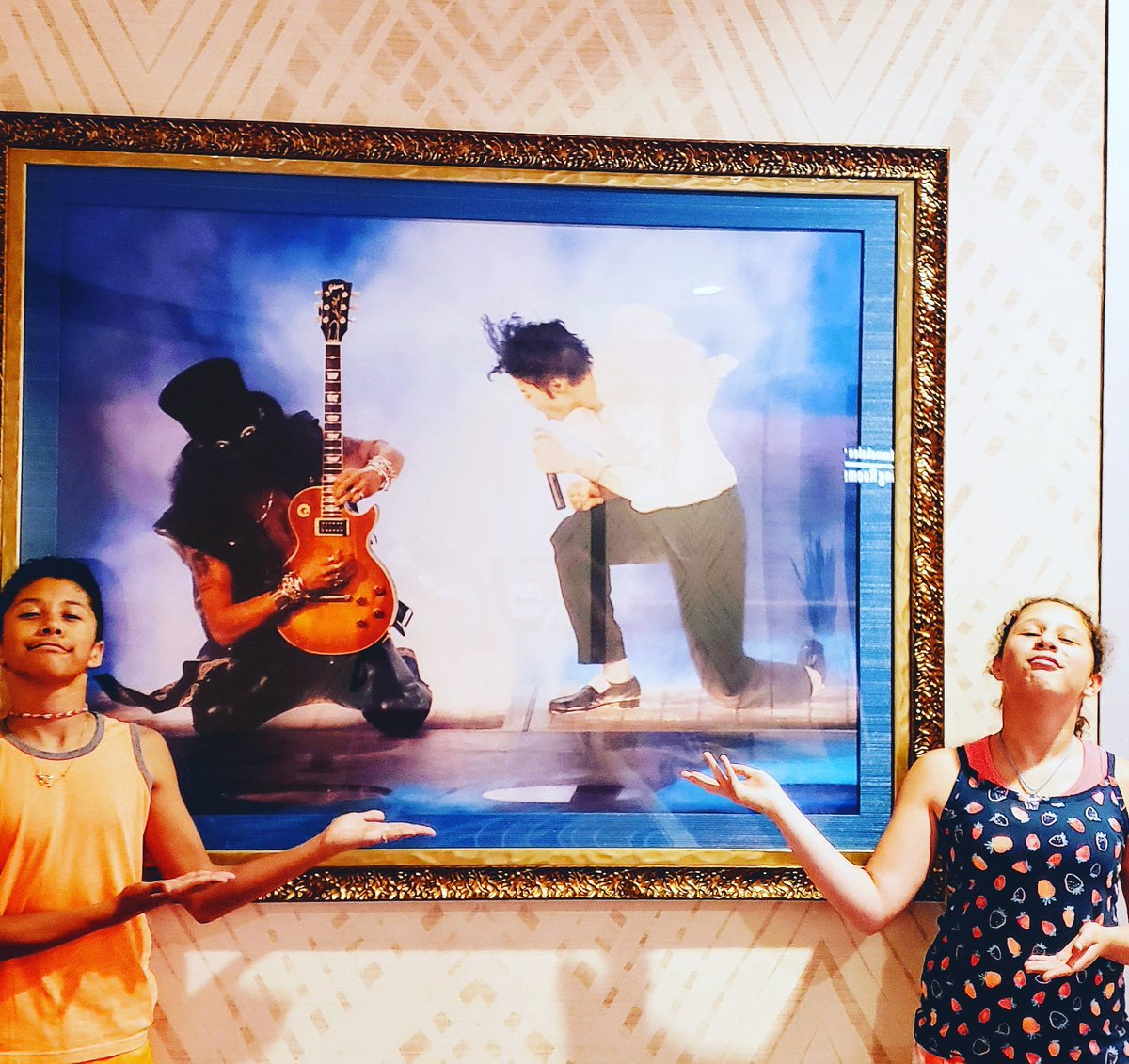 Awesome picture at Hard Rock Atlantic City! @michaeljackson @slash<br>http://pic.twitter.com/pomT9pZzuU