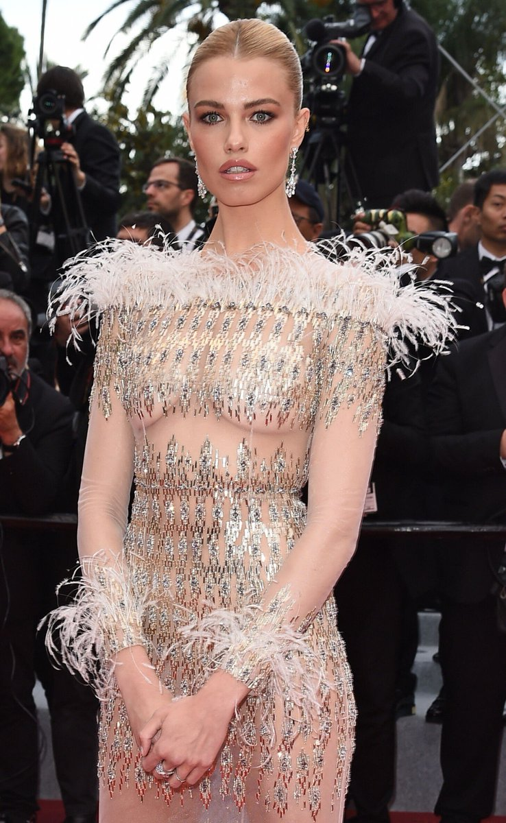 @Hailey_Clauson killed it on the red carpet at #Cannes2019