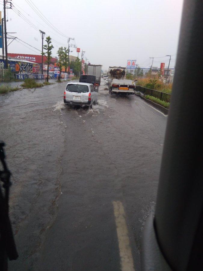 さいたま市西区宮前町の国道17号新大宮BPが冠水している画像