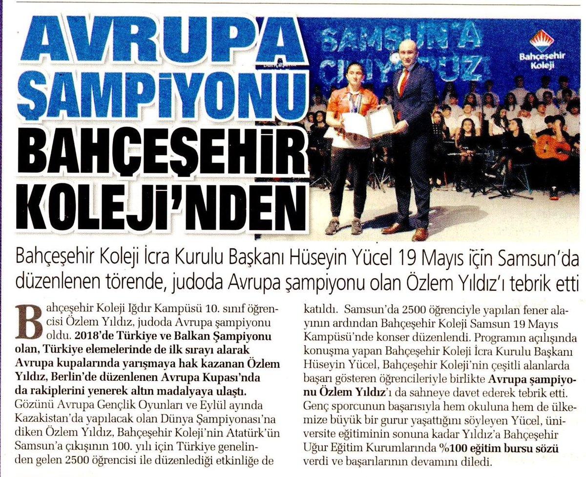''Bahçeşehir Koleji İcra Kurulu Başkanı Hüseyin Yücel 19 Mayıs için Samsun'da düzenlenen törende, judoda Avrupa Şampiyonu olan Bahçeşehir Koleji Iğdır Kampüsü öğrencisi Özlem Yıldız'ı tebrik etti.'' - @Sabah