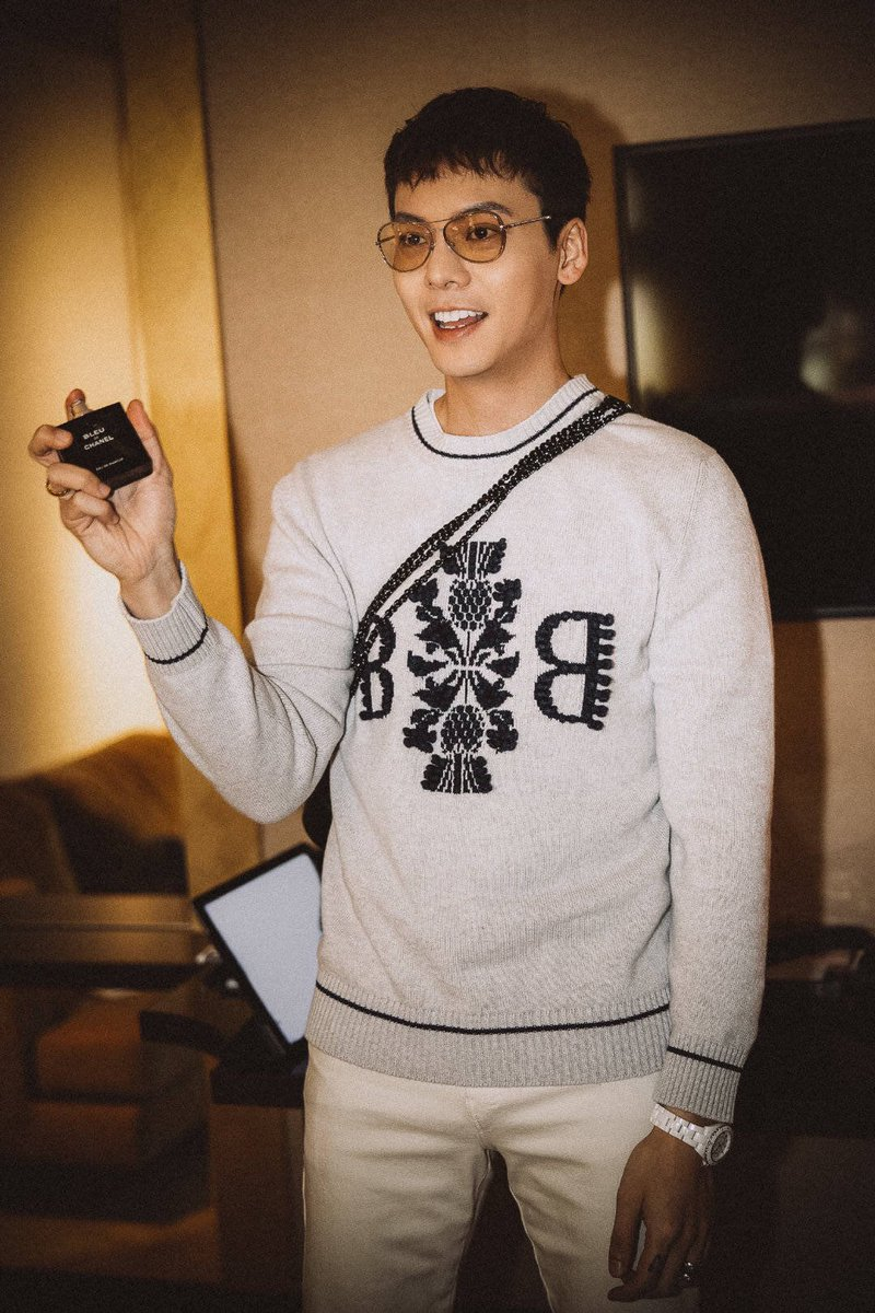 2019-5-20 William Chan Vlog ~ Je t'aime 520 分秒背后 CR:Weibo @ sophiafun  CR:  http://t.cn/E9LrJA4  ​​​ ​​​ #williamchanwaiting #williamchan #BoyDeChanel #ChanelMakeup #BeOnlyYou #Chanel #chanelj12 #ChanelWatches #ChanelBeauty #Bleu #ChanelBleu #TheNewJ12 #ItsAllAboutSeconds