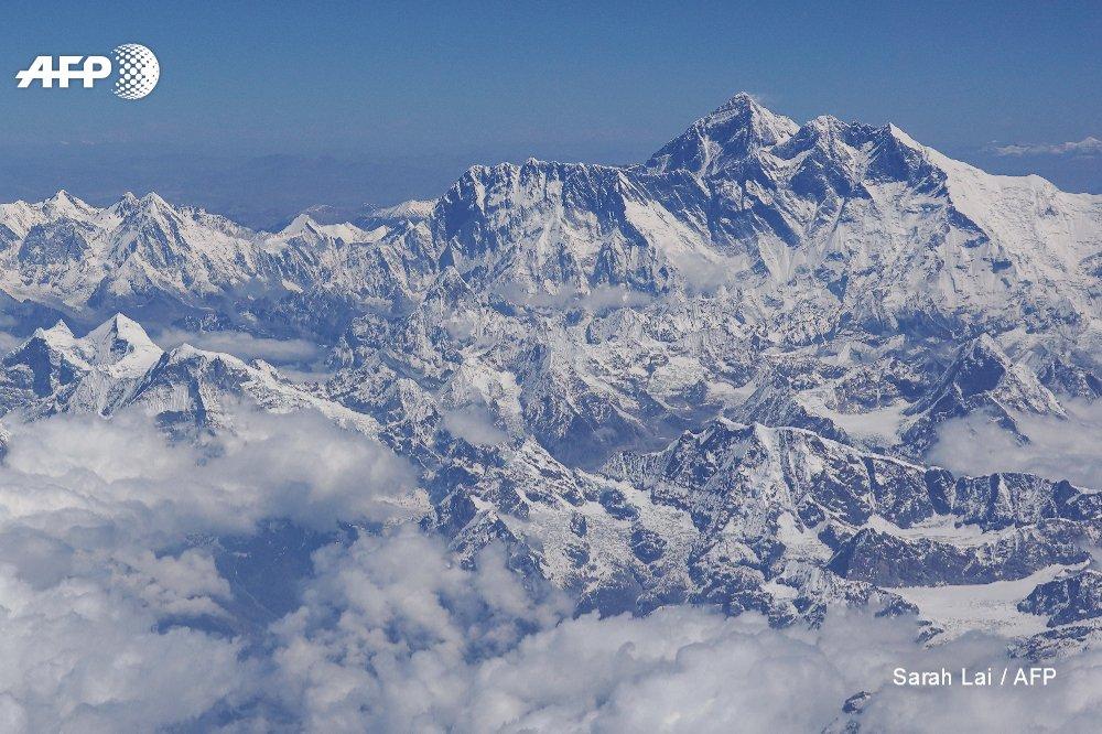 Kami Rita Sherpa climbs Everest twice in a week for record 24th summit http://u.afp.com/JMKB