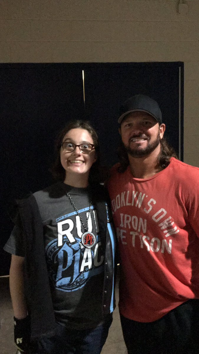 @BillySmith @jamescatfield look who I got to see at Money In The Bank @AJStylesOrg it was too sweet and phenomenal 🤘🏻😀