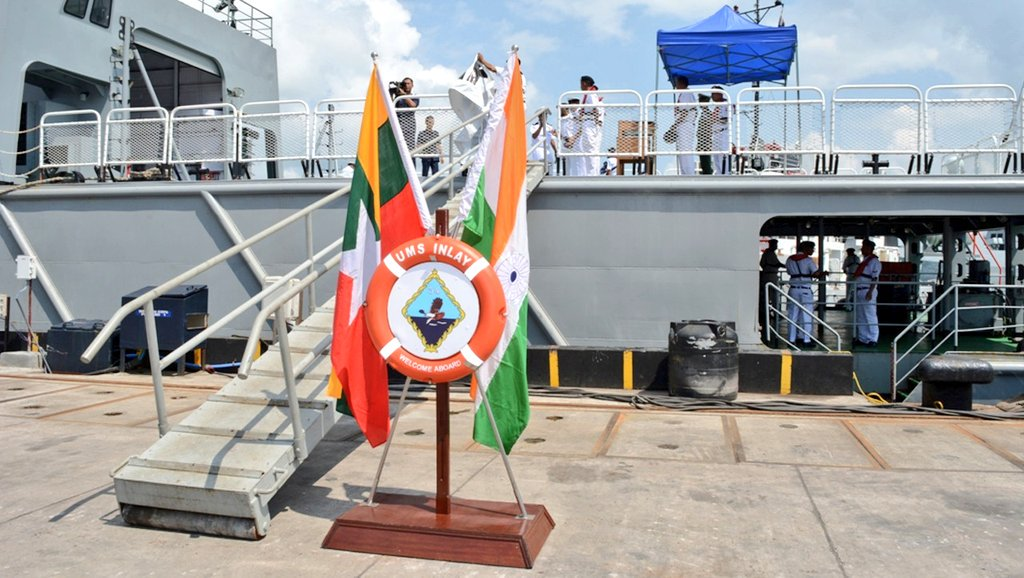 Myanmar Navy Ship UMS King TabinShweHtee (773) &amp; UMS Inlay (OPV-54) entered Port Blair for 8th edition of Indo-Myanmar coordinated patrol (IMCOR), at Andaman &amp; Nicobar Command 1/n <br>http://pic.twitter.com/7W201SEtUP