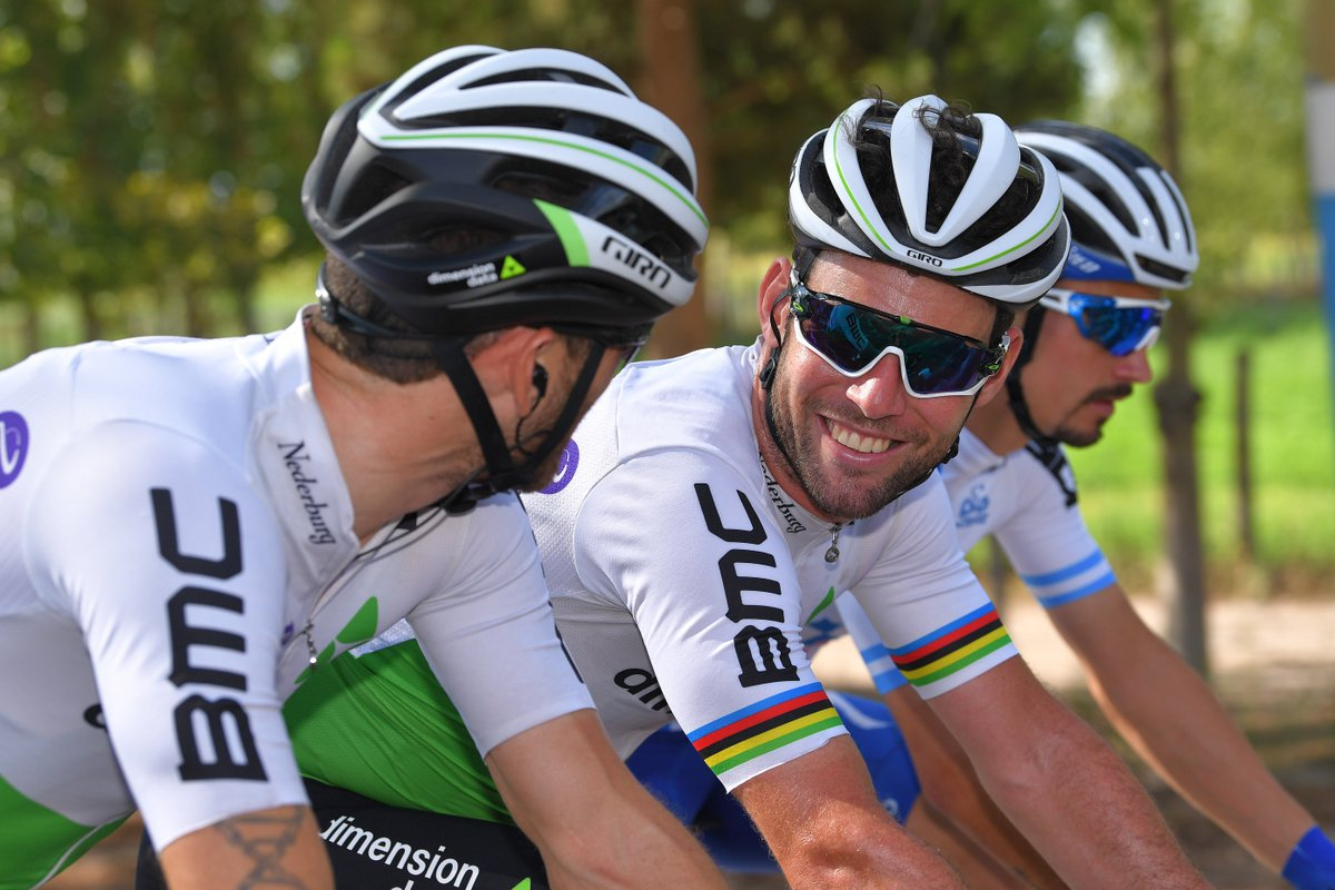 Happy birthday to @MarkCavendish! 😃  Have an awesome day and here's wishing you a brillant year ahead! 🎈🎂