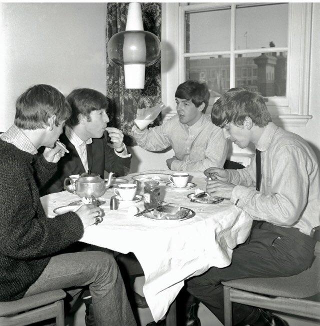 Beatles Tours London On Twitter Drinka Pinta Milka Day Enjoying