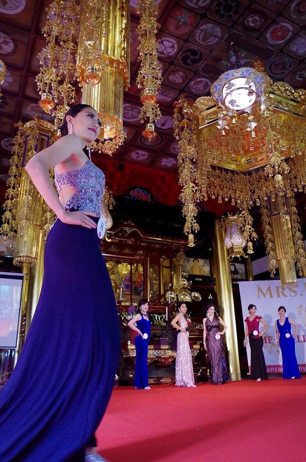 結婚歴がある「ミセス」が美を競うコンテスト #ミセスジャパン の地区予選が19日、 #東金市 #最福寺 を舞台に県内で初開催。 ヤング部門では八街市の宮原さん、クラシック部門では東京都の永田さんがグランプリを受賞しました。 http://ow.ly/Btvt50ukIfv ▼千葉の地域ニュース http://ow.ly/ndvI50ukIgg