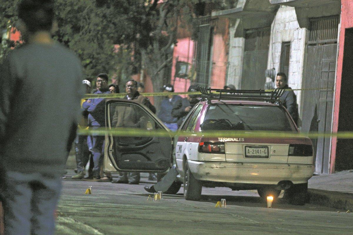 """Procuradora reconoce crisis de violencia en CDMX Ernestina Godoy Ramos admitió que la Ciudad atraviesa por """"una crisis de inseguridad"""" y que los niveles de impunidad son superiores a los de otros años, algo nunca antes suscitado http://eluni.mx/adjd1hq"""
