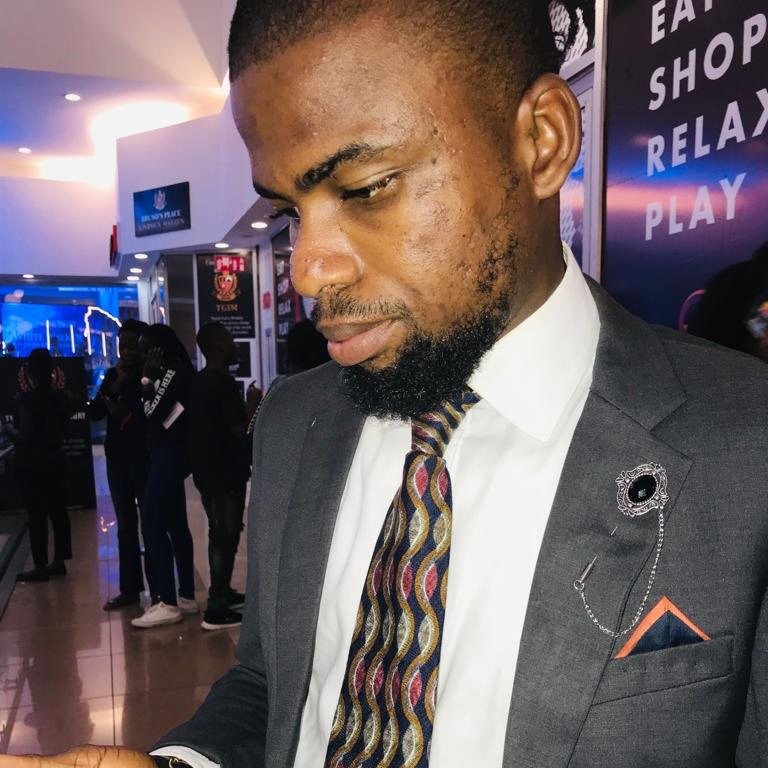 Rocking my awesome vintage tie by yours truly and sleeky @nkay_yo  #JWWhiteWalkerABJ #JWWhiteWalker   For anything vintage... @nkay_yo is your plug and socket. She's just a DM away guys <br>http://pic.twitter.com/lgoarzRYoo