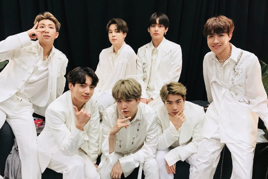 #BTS Becomes 1st Group To Top Billboard's Artist 100 For 5 Weeks + Scores Amazing Rankings On More Charts  https://www. soompi.com/article/132621 8wpp/bts-becomes-1st-group-to-top-billboards-artist-100-for-5-weeks-scores-amazing-rankings-on-more-charts &nbsp; … <br>http://pic.twitter.com/UPNQ5Fxegu