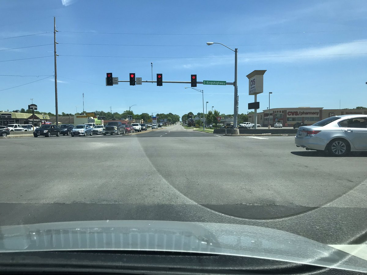 Use caution when crossing Kingshighway at William. The lanes do not line up. Pic taken from inside lane shows across the street is outside lane! Maybe we can paint markers? @cityofcape<br>http://pic.twitter.com/nfy0vWw9W1