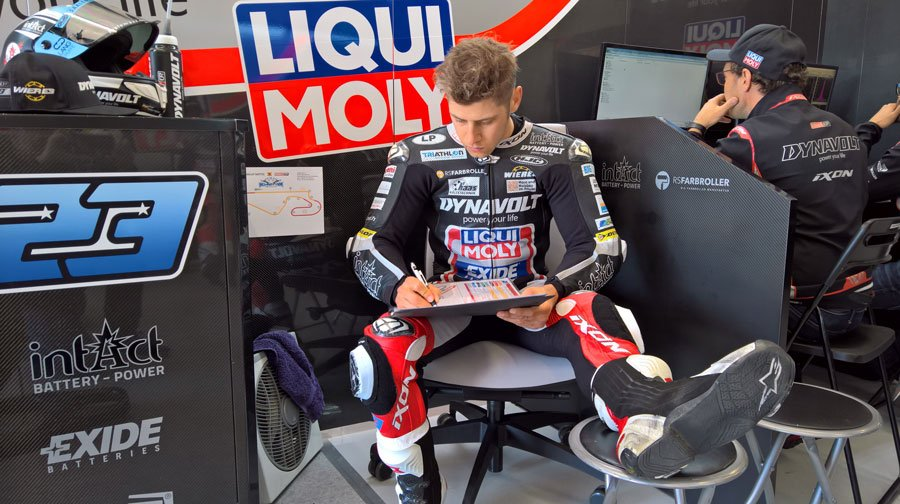 Little rest for the foot despite work continues with a two-day test @Circuitcat_eng #MS23 with @IntactGP in sunny #Spain