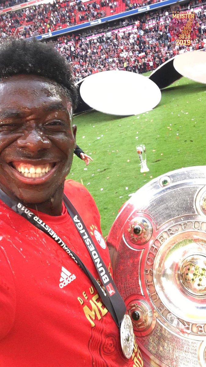 Phonzie Cam an und mit den Meistern feiern! 🎥 🔴 🏆  @AlphonsoDavies #MEIS7ER #FCBayern