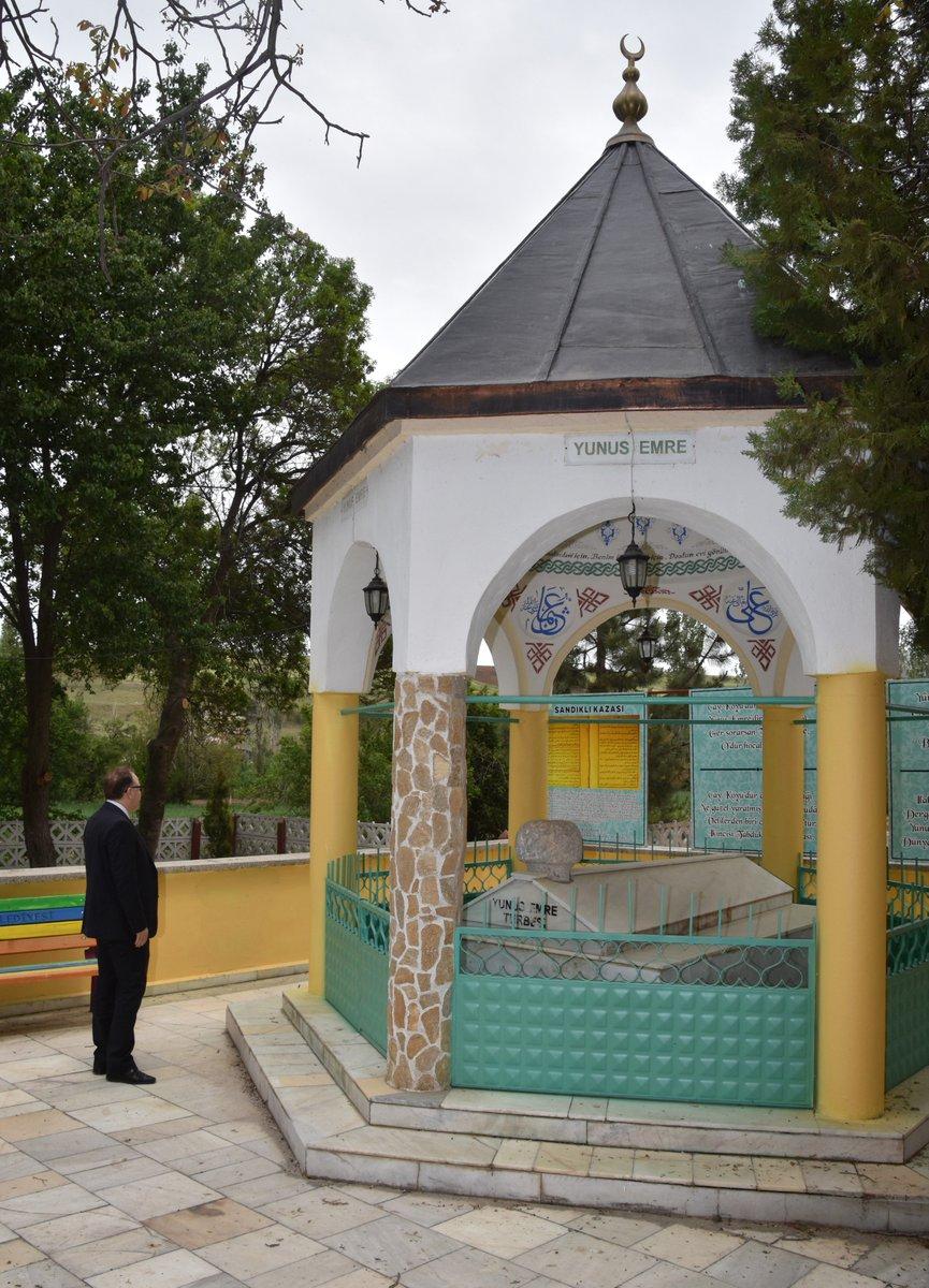 Sandıklı ilçe merkezinde bulunan Yunus Emre Türbesi'ni ziyaret eden Va…