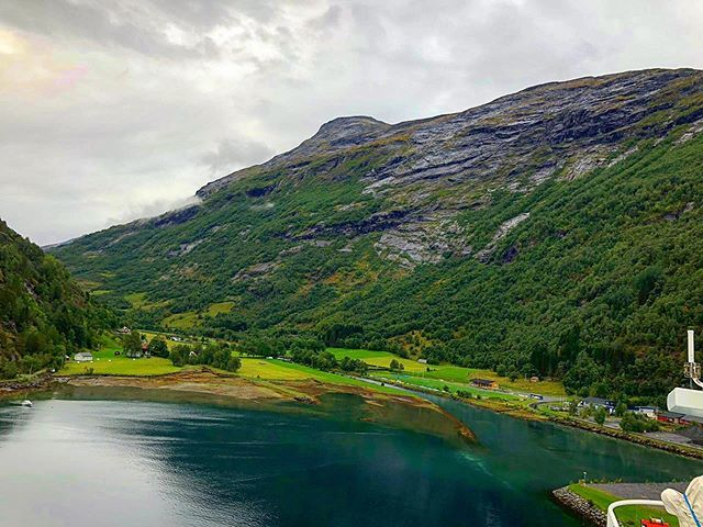 H E L L E S Y L T, NORWAY • #Throwback #AIDAsolMomente #reisen #wellen #norway #norwegen #fjord #cruise #cruiseship #aidacruises #love #liebe #hobby #urlaub #travel #travelblog #travelblogger #followmearound #auszeit #aussicht #kreuzfahrtverbindet… http://bit.ly/2wbJi7ypic.twitter.com/b5JMtWLHH1